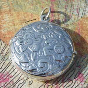 Round Floral Design Locket - Keepsake, Momentos, Gift for Mom, Photo Locket, C725