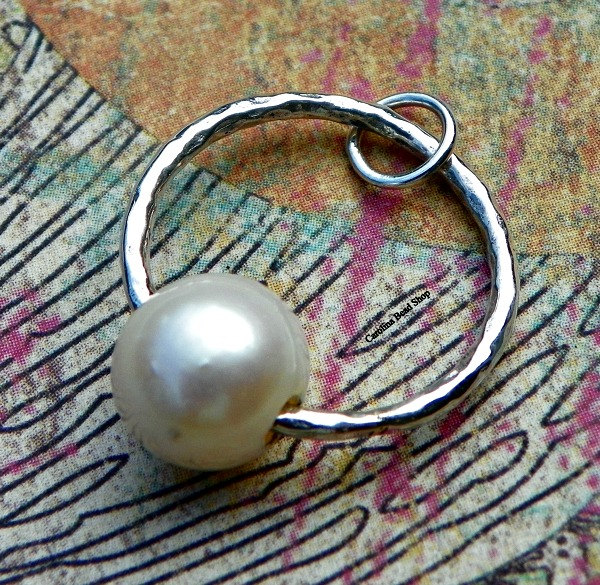 Sterling Silver Hammered Circle with Pearl Pendant - C2773